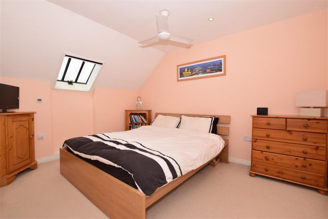 Thumbnail Flat for sale in Southbank, Hextable, Kent