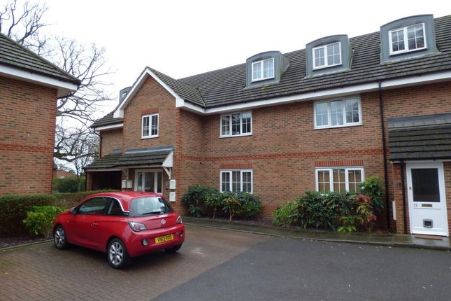 Thumbnail Flat for sale in Hazelwood Court, The Covert, Farnborough