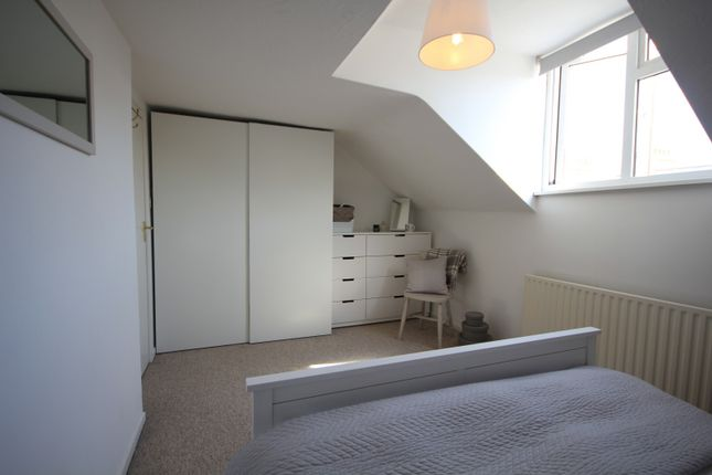 Bedroom 1 of Zinzan Street, Reading RG1