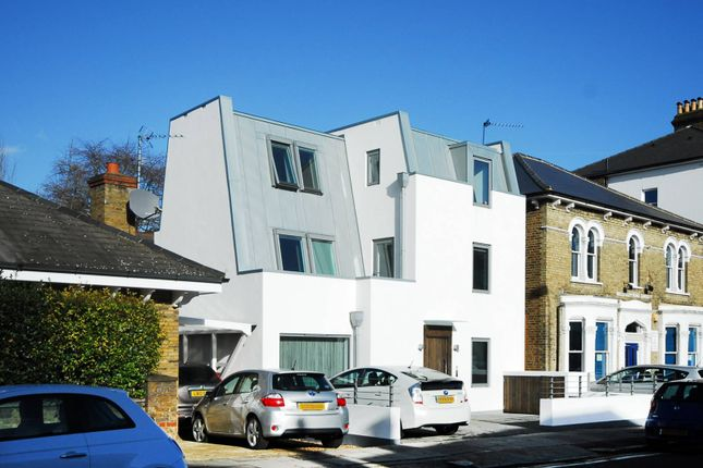 Thumbnail Property to rent in Wellesley Road, Chiswick