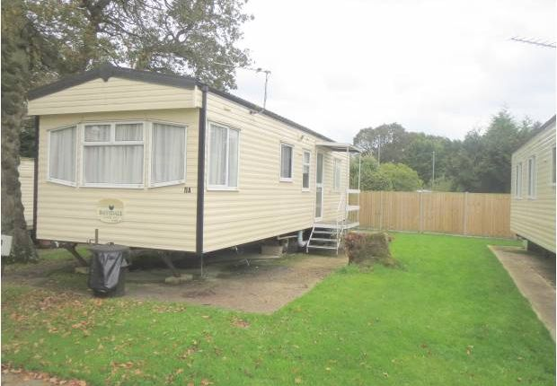 2 bed mobile/park home for sale in Lymington Road, Highcliffe