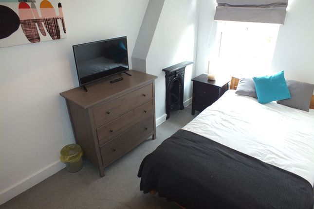 Room to rent in Swansea Road, Reading