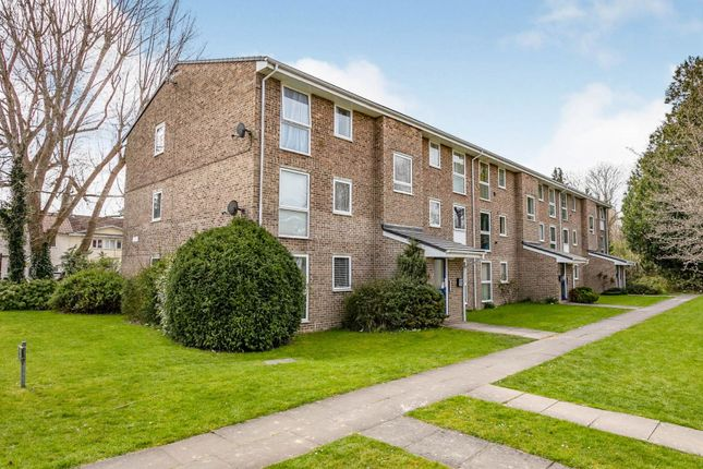 2 bed flat for sale in Carlton Court, Horley RH6