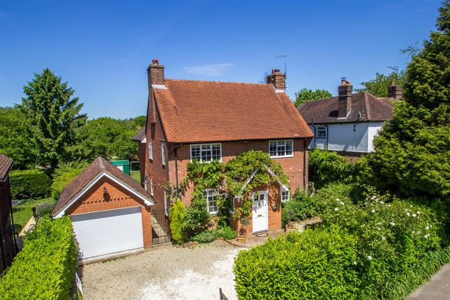 Thumbnail Detached house for sale in Stoneleigh Road, Oxted