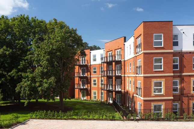8005-06_Bh_Cricket_Field_Grove_Crowthorne_Apartments