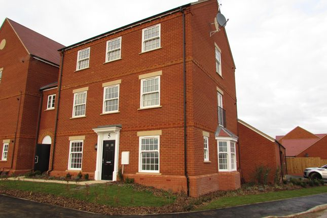 Flat to rent in Thenford Way, Banbury, Oxon