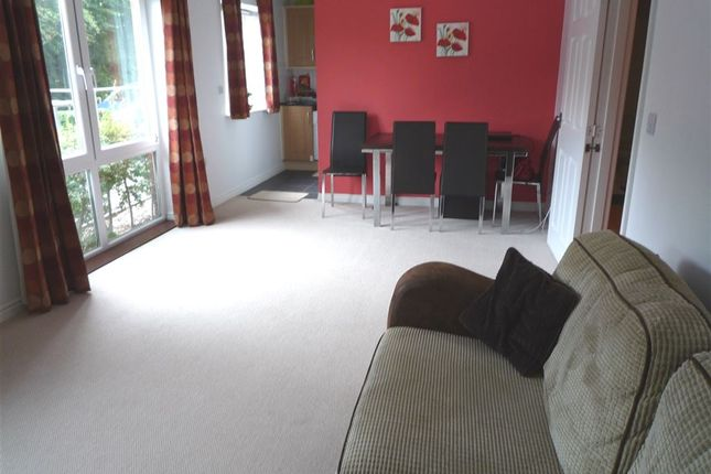 Thumbnail Flat to rent in Meadow Way, Caversham, Reading, Berkshire