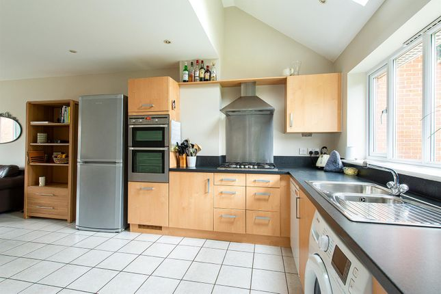 Honesty Close Kitchen1B