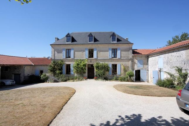 Property for sale in Saint Saturnin, Poitou-Charentes, France