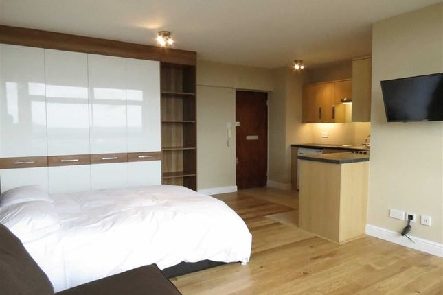 Studio to rent in Lyndhurst Court, Finchley Road, St Johns Wood, London