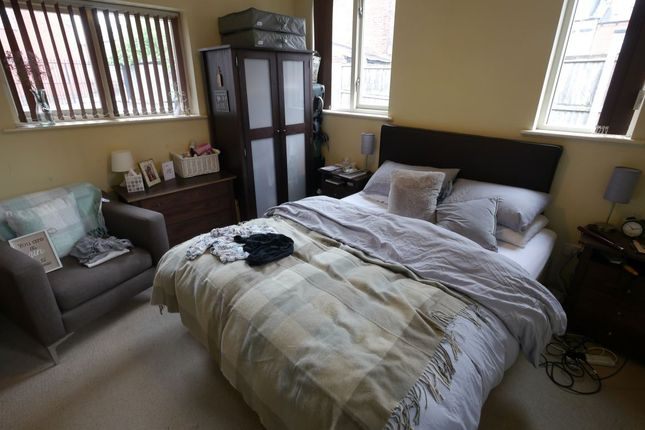 Thumbnail Flat to rent in Armley Lodge Road, Armley, Leeds