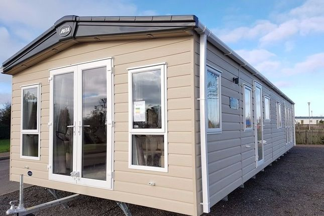 Thumbnail Mobile/park home for sale in Devon Cliffs Holiday Park, Sandy Bay, Exmouth, Devon