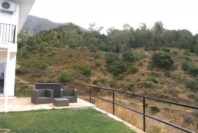 2 Gardens And Mountains