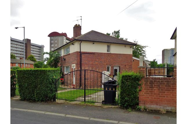 Thumbnail Semi-detached house to rent in Torre Close, Leeds