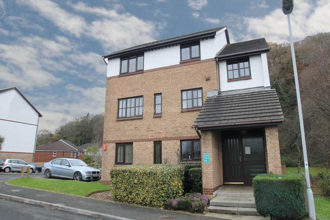 Thumbnail Flat for sale in Crabtree Close, Crabtree