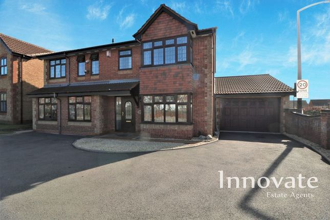 Thumbnail Property for sale in Greenside Way, Walsall