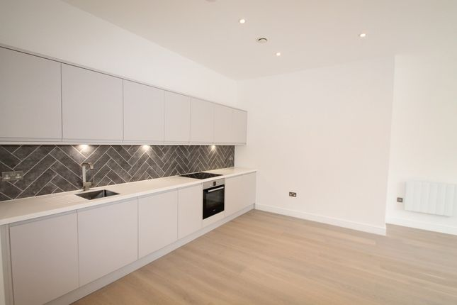Thumbnail Flat to rent in Carey Road, Wokingham