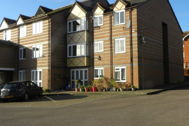 Thumbnail Flat for sale in Marlborough Road, St Albans, Herts.