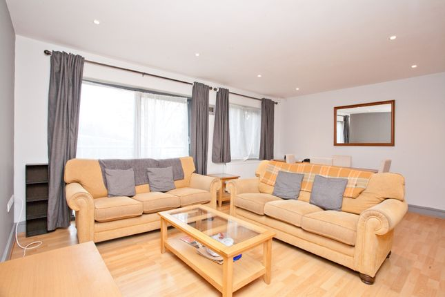 2 bed flat to rent in Queens Road, London SE15