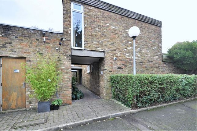 Mews house for sale in Acacia Grove, New Malden