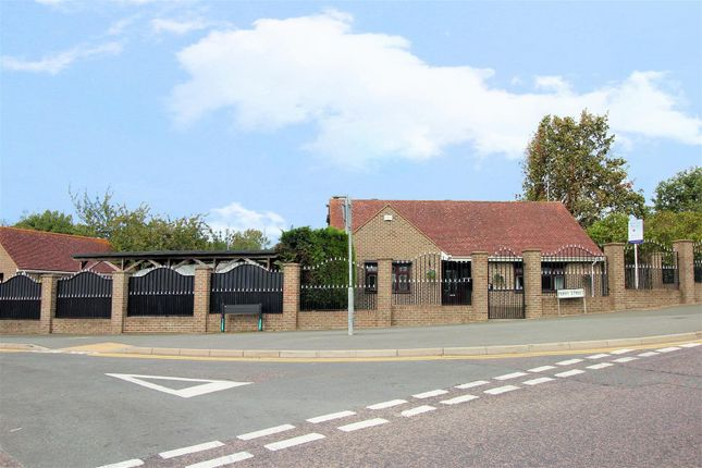 Thumbnail Detached bungalow for sale in Rose Cottage, Perry Street, Crayford