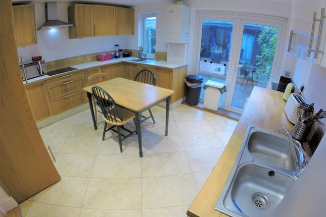 Thumbnail Shared accommodation to rent in Hardman Road, London