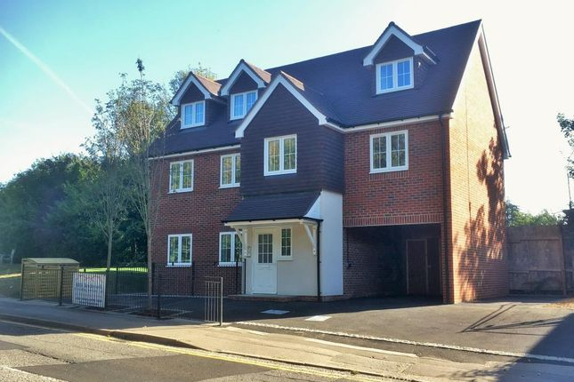 Thumbnail Flat for sale in Central Location, Wokingham