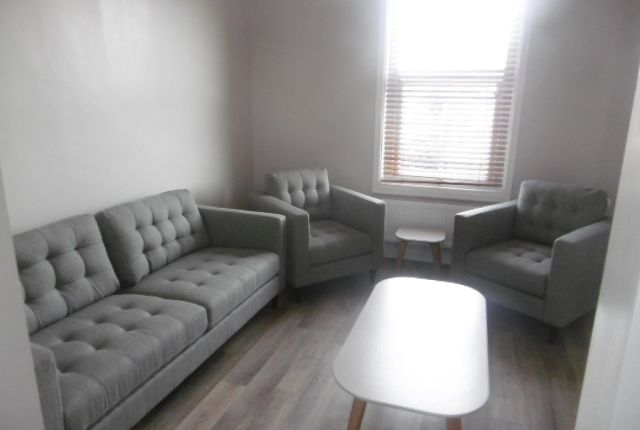 Thumbnail Flat to rent in Lily Grove (Room 2), Beeston