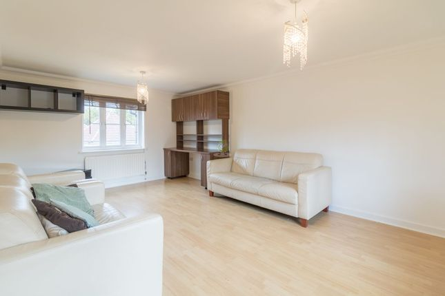 2 bed terraced house to rent in Buntingbridge Road, Ilford IG2