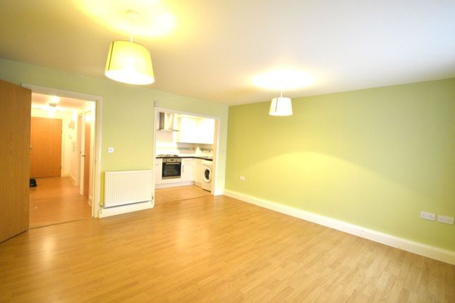 2 bed flat to rent in Cherry Tree Avenue, Dover