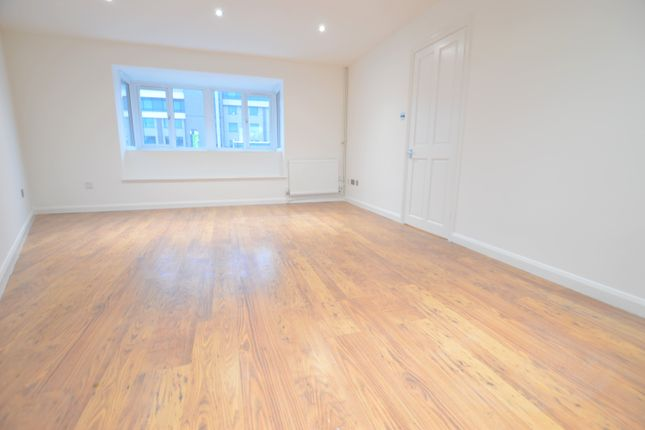 Thumbnail Flat to rent in Sutton Place, Langley, Slough