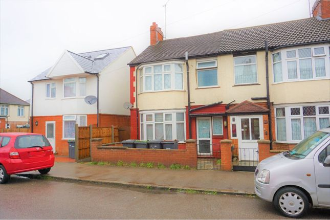 Thumbnail End terrace house to rent in Carisbrooke Road, Luton