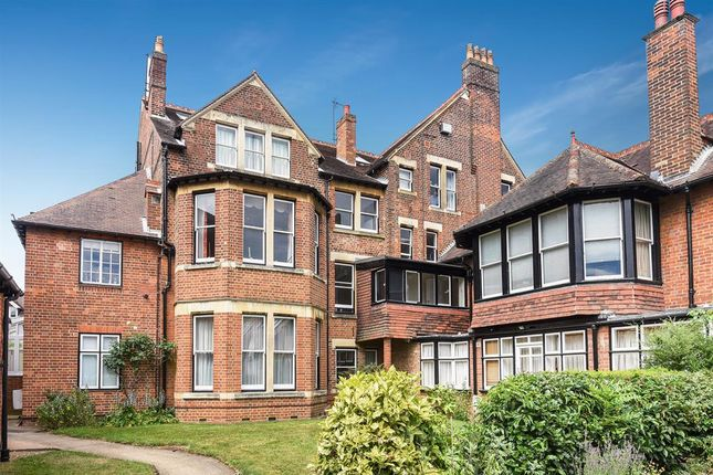 3 bed flat for sale in Ockham Court, Bardwell Rd Oxfordshire