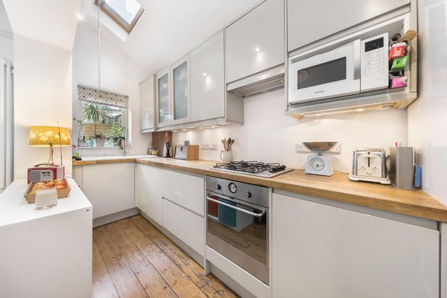 Kitchen of Dumbarton Road, London SW2