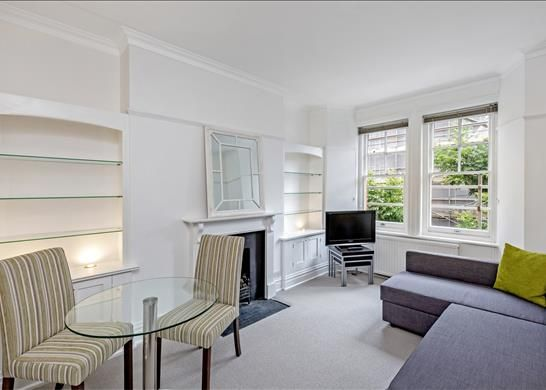 Flat in  Elm Park Mansions  Chelsea  London S West London