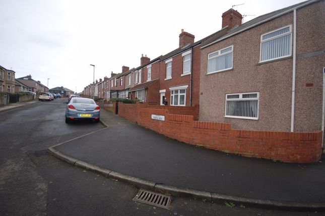 4 bed end terrace house for sale in North View, Newbiggin-By-The-Sea NE64