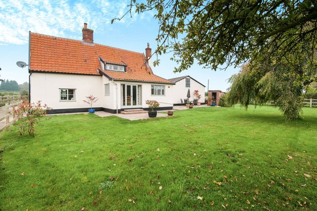 Thumbnail Cottage for sale in Fen Street, Bressingham, Diss