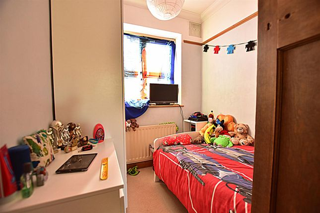 Bedroom 3 of Old Road East, Gravesend DA12
