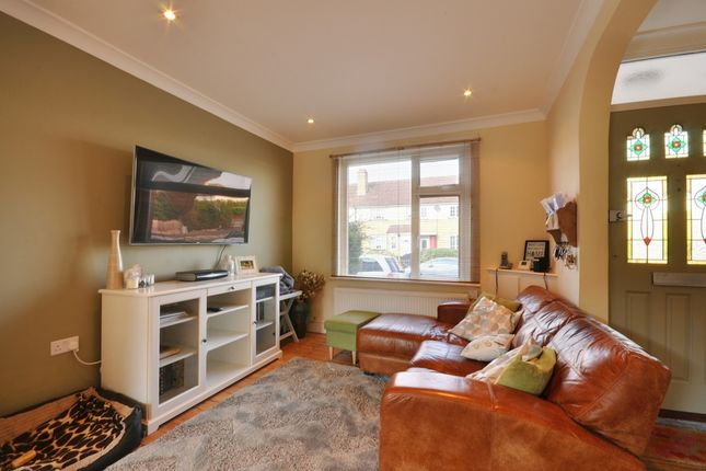 2 bed terraced house to rent in Worton Road, Isleworth
