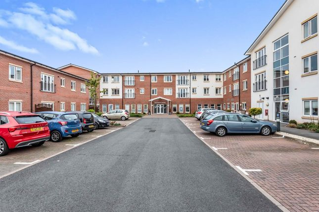 2 bed flat for sale in Eastbank Drive, Worcester WR3