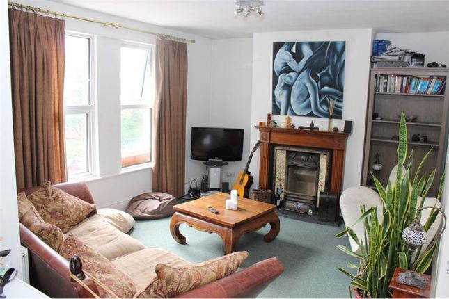 2 bed flat to rent in Regents Park Road, Barnet