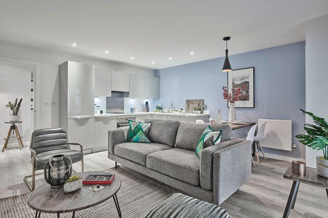 Thumbnail Flat for sale in Sterling Square, - Broad Lane, Bracknell, Berkshire
