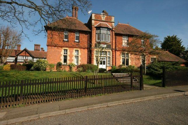 Thumbnail Flat to rent in Akrill House, Hollybush Lane, Harpenden, Hertfordshire