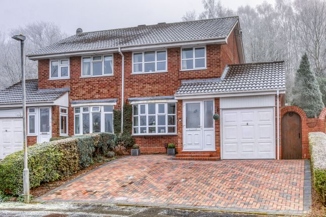Front Elevation of Rosehall Close, Redditch B98