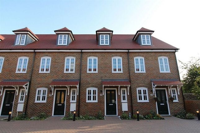 Thumbnail Town house to rent in Ollivers Chase, Goring-By-Sea, Worthing