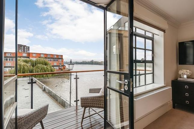 Thumbnail Flat to rent in The Cottage, Palace Wharf, Hammersmith, London
