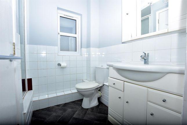 Bathroom of Kenwyn Road, Dartford DA1
