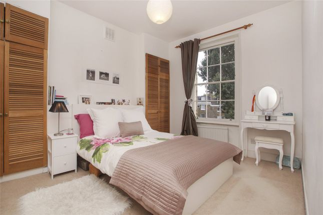 Picture No. 05 of Richmond Crescent, London N1