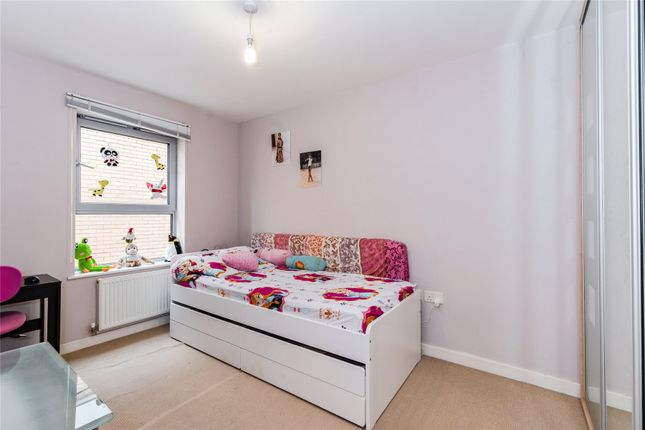 Bedroom of Imperial Heights, Queen Mary Avenue, London E18