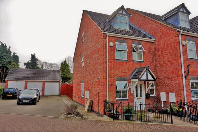 Thumbnail Town house for sale in Sandford Road, Leicester